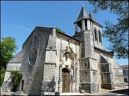 Nous sommes maintenant en Dordogne devant l'église Saint-Christophe de Champagnac-de-Belair. Nous sommes dans l'ancienne région ...