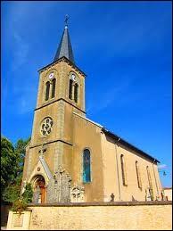 Nous sommes dans le Grand-Est devant l'église Saint-Wendelin d'Eblange. Nous sommes dans l'ancienne région Lorraine, dans le département ...
