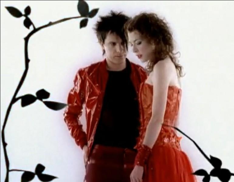 Nicola Sirkis chante ''Le Grand Secret'' en duo avec la Québécoise Melissa Auf der Maur. Qui a écrit un roman portant le même titre que celui de cette chanson ?