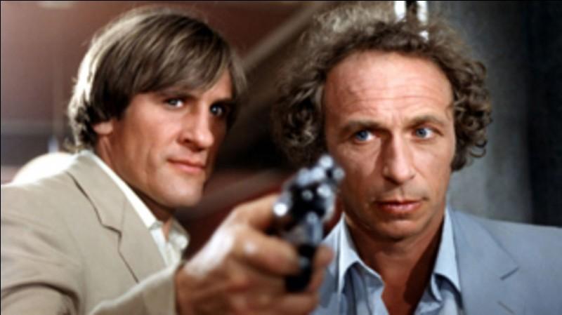 """Dans le film """"La Chèvre"""", sorti en 1981, dans quel pays Gérard Depardieu traîne-t-il Pierre Richard ?"""