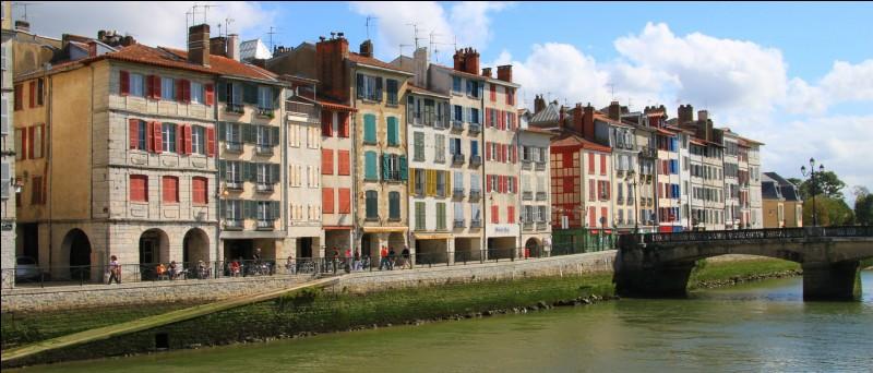 Quelles sont les sous-préfectures des Pyrénées-Atlantiques ?