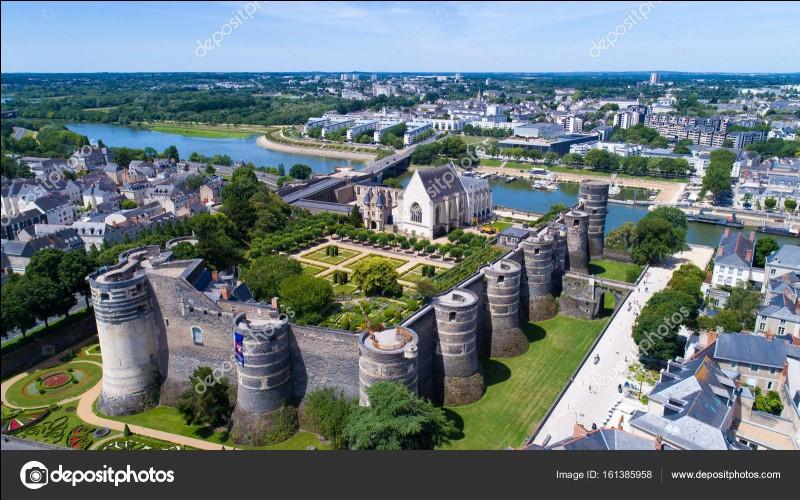 Quelles sont les sous-préfectures du Maine-et-Loire ?