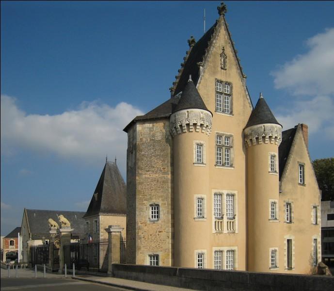 Quelles sont les sous-préfectures de la Sarthe ?