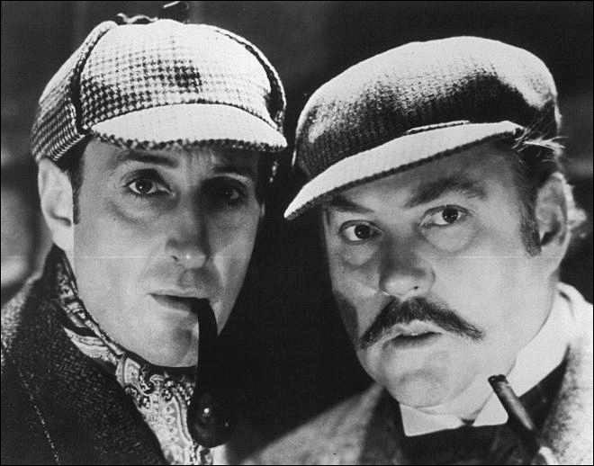 Quel acteur, ayant endossé plus d'une dizaine de fois la robe de chambre, est « LE » Sherlock du grand écran ? (cf. photo)