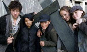 Lors de ses enquêtes Holmes fait parfois appel à une bande de gamins des rues. Il s'agit des :