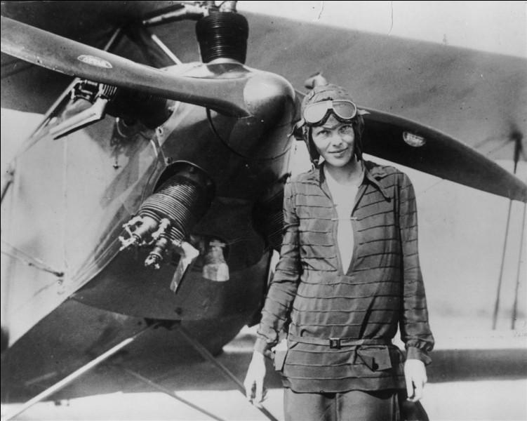 Détentrice de plusieurs records en 1932, elle est devenue la deuxième après Lindberg à traverser, en solo, l'Atlantique sans escale, en battant même son record de vitesse.En 1935, elle devint la première à voler sur un engin d'Honolulu à Oakland (Californie), soit la traversée du Pacifique ! Pionnière d'un sans arrêt de Mexico City à Newark. Perdue en mer alors qu'elle tentait un tour du monde :