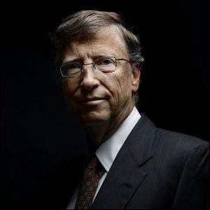 Il a un effet quotidien dans la vie de la plupart des humains. C'est un grand pionnier dans le domaine de la micro-informatique. Il a fondé, en 1975, à l'âge de 20 ans, la société de logiciels Microsoft. Ensuite, il a acheté le système d'exploitation QDOS pour en faire le MS-DOS, puis finalement, il conçut le système Windows. Dans ces deux cas, il est en position de quasi-monopole mondial :