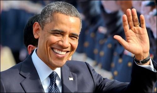 Un exemple du melting pot américain : il est né à Honolulu d'un Kenyan et d'une Américaine de descendance irlandaise. En 1990, il devint le 1er Afro-Américain à présider l'Harvard Law Review. Il devint professeur de droit et fut élu 3 fois au Sénat de l'Illinois. Aux primaires, il devança Hillary Clinton et fut élu président en 2009, l'année où il fut honoré du prix Nobel de la paix :