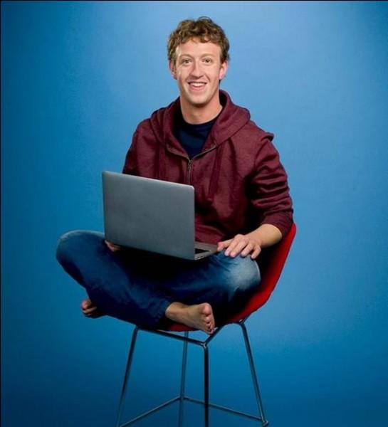 Doté d'une prodigieuse intelligence, il est le cofondateur de Facebook. Il l'a créé en 2004 avec des amis de Harvard. FB est devenu l'un des sites les plus visités au monde et, en conséquence, son créateur est devenu le plus jeune milliardaire de la planète. L'influence du réseau est énorme, des révolutions ont été accomplies grâce à lui :