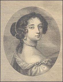 Après la mort de la reine Marie-Thérèse en 1683, qui fut l'épouse secrète du roi Louis XIV ?