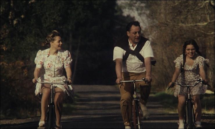 Dans le film ''Le Vieux Fusil'', Philippe Noiret joue le rôle de Julien Dandieu. Qui incarne sa femme Clara ?