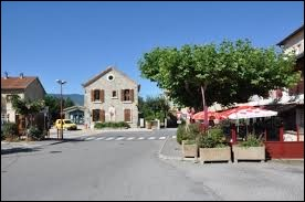 Je vous emmène à présent à Eyguians. Village Haut-Alpin, il se situe en région ...