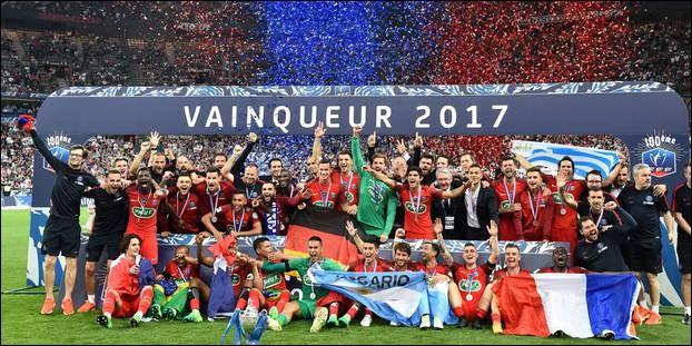 Le Paris Saint-Germain a été champion de France de football en 2012 et 2017 :