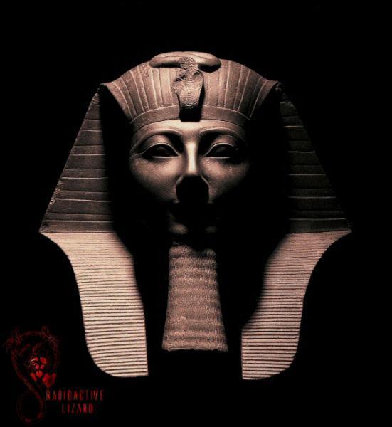 Les sculptures étaient la plupart du temps des portraits censés accueillir l'âme des morts qui accédaient ainsi à l'immortalité.