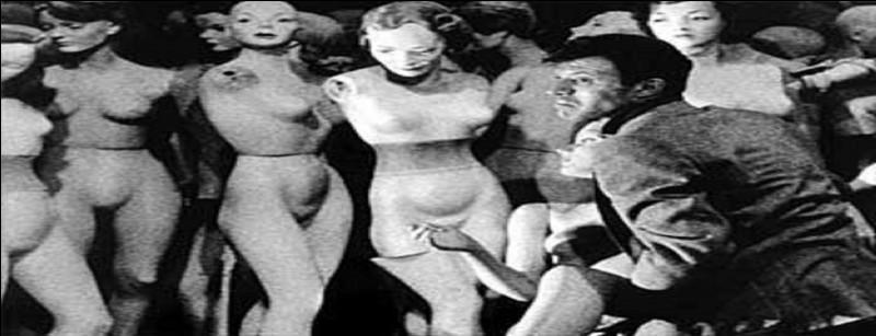 12 des films de Stanley Kubrick ont connu le haut du box-office parmi l'importante production, dont le 2e long métrage tourné en noir et blanc.De quel film ce plan est-il tiré ?