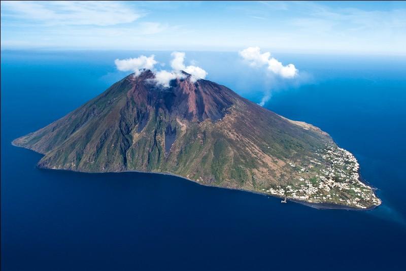 Quel est le volcan le plus actif d'Europe ?