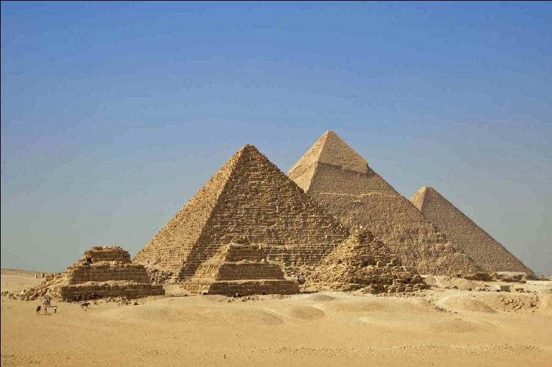 Les pyramides ont été construites sur la rive Est du Nil.