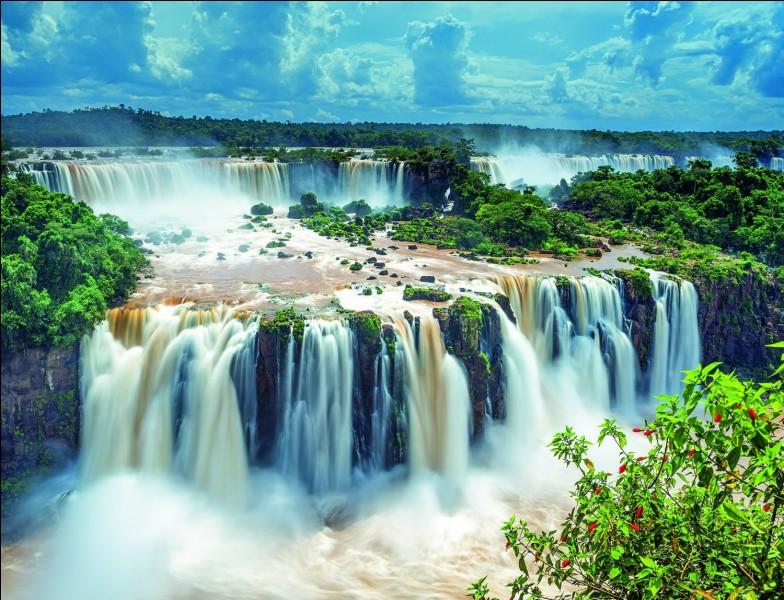 C'est un ensemble de cascades sur trois kilomètres. Ce sont les chutes...