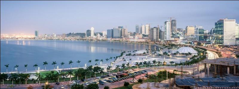 Quel océan borde Angola ?