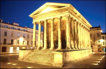 La célèbre 'maison carrée' se trouve à Nice.