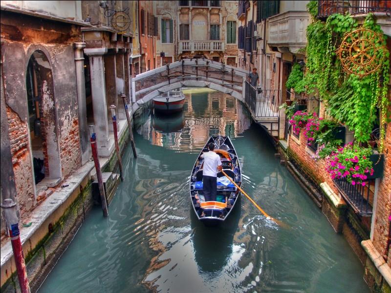 """""""Que c'est triste Venise"""" - Quand la ville des amoureux devient-elle si triste ?"""