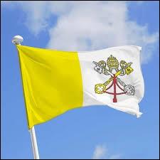 Le drapeau du Vatican est modifié à chaque changement de pape.