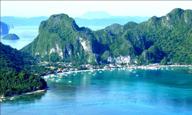 Elle aussi est surnommée : ''Heaven on Earth''. Ici on est aux Philippines, à la porte d'entrée du ''Bacuit archipelago'' avec au menu des plages de sable blanc, des récifs de corail et des falaises calcaires. En pratique, le Condé Nast Traveler's classe la plage de l'endroit comme la quatrième au monde et la CNNGo parle en bien de son écosystème.