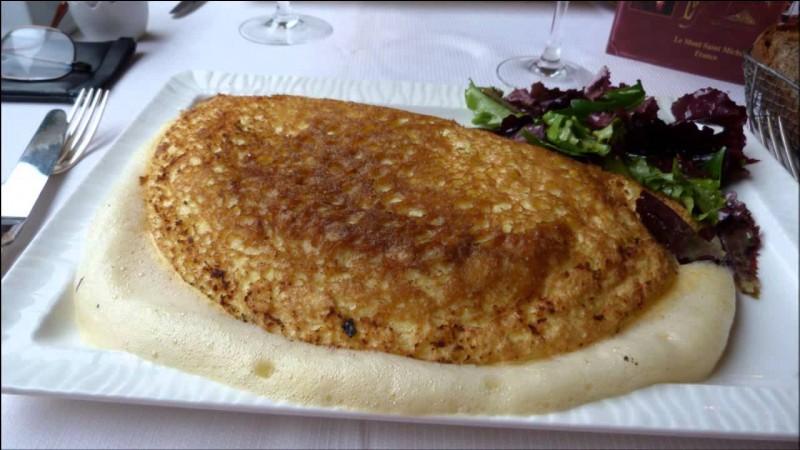Quelle est la spécialité culinaire de la mère Poulard au Mont-Saint-Michel ?