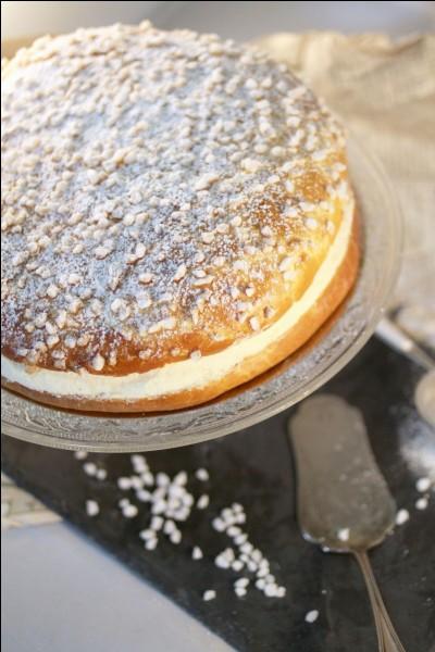 Dans quelle ville, le cuisinier Alexandre Micka a-t-il créé une tarte composée principalement de brioche et de crème pâtissière ?