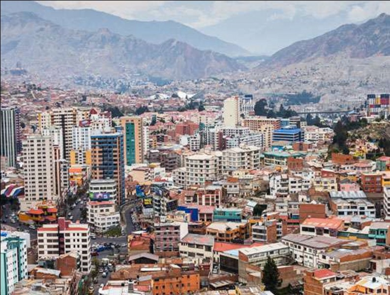 De quel pays La Paz est-elle la capitale (administrative) la plus haute (altitude) du monde ?