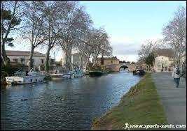 Lucie habite à Ginestos (Aude). Elle porte le gentilé ...