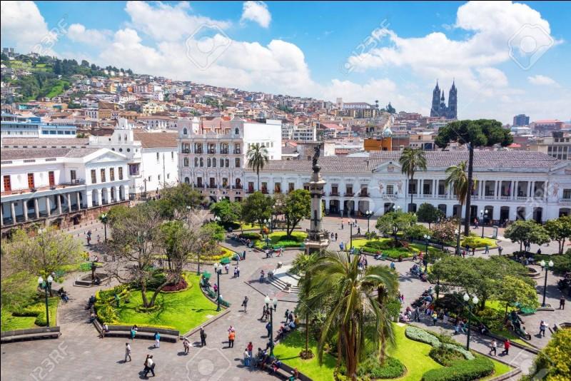 Dans quelle partie de la ville de Quito se trouve son centre névralgique ?