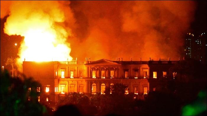 Dans quel pays un incendie a-t-il détruit le musée national ?