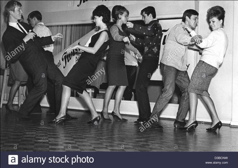 """En 1961, Eddy Mitchell et ses Chaussettes noires nous amènent danser le """"Twist à Saint-Tropez""""."""