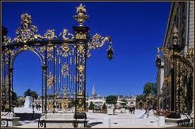 """Elle porte le surnom de """"Ville aux Portes d'Or""""."""