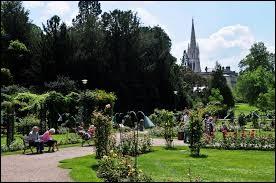 On peut flâner dans le parc de la Pépinière.