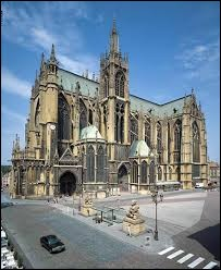Ma cathédrale est dédiée à Saint-Étienne.