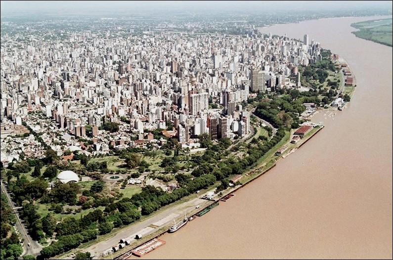Cette ville argentine bordée par le Paraná, troisième ville du pays avec 1,2 million d'habitants, c'est :