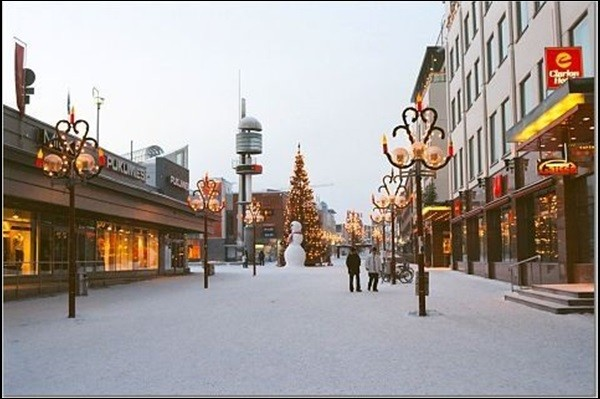 Cette ville finlandaise, capitale de la province de Laponie, située quasiment sur le cercle polaire, c'est :