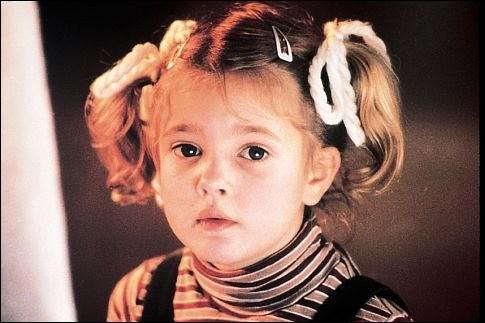 Dans quel film de Spielberg, sorti en 1982, l'actrice Drew Barrymore fait-elle ses premiers pas ?