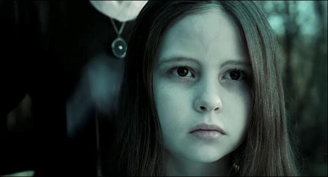 """Comment s'appelle cette petite fille que l'on peut voir dans """"Le cercle rings"""" ?"""