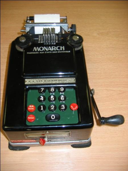 La première machine à calculer fit son apparition en 1645, son inventeur était ...