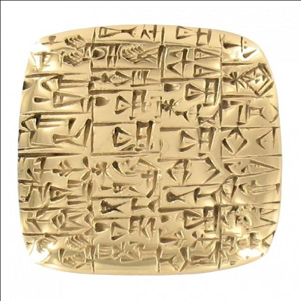 Remontons un peu dans le temps, vers l'événement qui marque le début de l'Histoire : l'invention de l'écriture. Les premiers peuples qui commencent à écrire sont les Sumériens qui notent leurs comptes sur de l'argile. D'où vient ce peuple très ingénieux ?