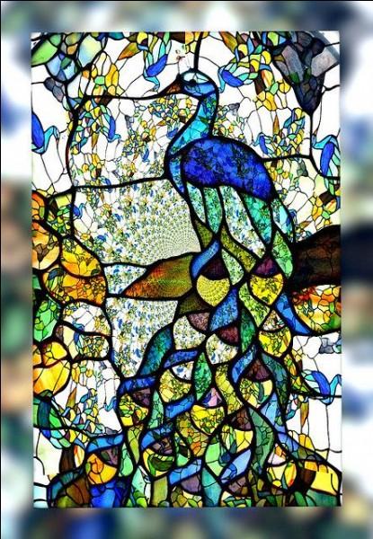 Dans le titre d'une fable de La Fontaine, quel oiseau est paré des plumes du paon ?