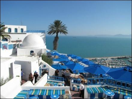 Bien qu'il ait chanté ''Au Café des Délices'', un merveilleux endroit près de Tunis, Patrick Bruel est né en Algérie. Quel était son nom de famille ?