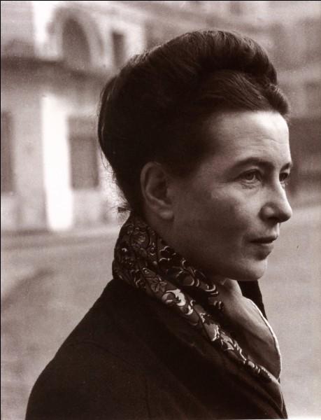 Simone de Beauvoir dit qu'on ne naît pas femme. Quelle est la bonne citation ?