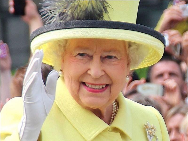 Vous êtes invité par la Reine d'Angleterre à un dîner officiel. Comment vous habillez-vous ?