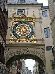Dans quelle ville se trouve le Gros-Horloge ?