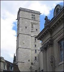 Dans quelle ville peut-on voir la tour Philippe le Bon ?
