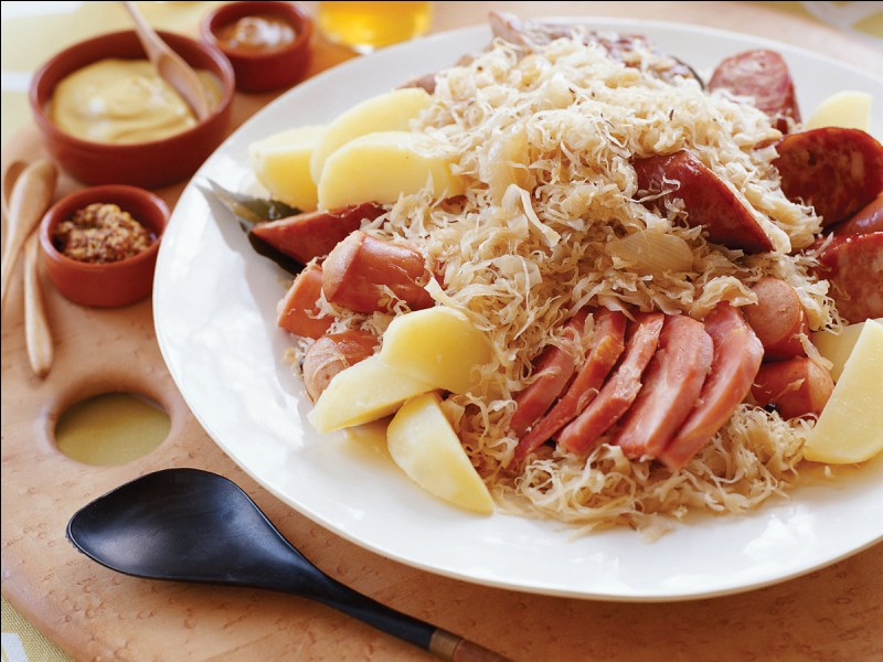 L'Alsace est connue pour un plat que nous connaissons tous en France. Il s'agit de...